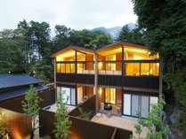箱根でも稀な一等地にひっそりと佇む全10室の大人の隠れ宿です。
