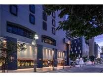 入り口はホテル「THE LIVELY FUKUOKA」の看板の建物です。