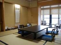 10畳のお部屋が多く、ファミリーがゆったり過ごせるお部屋です。
