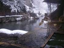 川岸露天風呂の雪景色は風情があります。