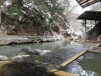 川岸露天風呂から見る雪景色
