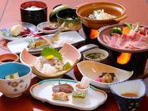地場と旬にこだわった和食膳のお食事。(例)プランによっては、お部屋食でお召し上がりいただけます。