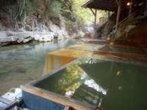 復旧した川岸露天風呂