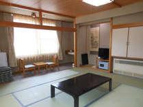 *和室(一例)/昔ながらの温泉宿を感じる和室(バストイレ共同)