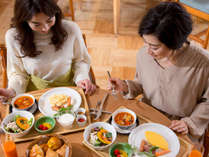 イースト本館内のAll Day Dining Karuizawa Grillでは、和食と洋食から朝食が選択できます。