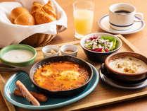 軽井沢グリルのスキレット朝食~モッツァレラチーズのベイクドエッグスキレット