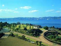 お部屋から眺める風景。鹿児島市街地と錦江湾を一望できます。(海側客室のみ)