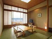 ◆和室◆錦江湾が一望できる開放感◎のオーシャンビュー客室。ご家族やお友達とのんびりお過ごし下さい。
