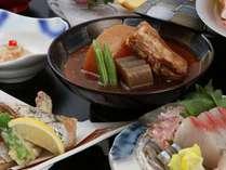 黒豚とんこつやキビナゴ、鰹腹身焼きetc…鹿児島の味をめし上がれ♪