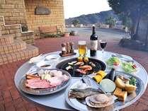 ・夏限定で山海の幸満載のバーベQ料理をお楽しみ下さい。(イメージ写真です)