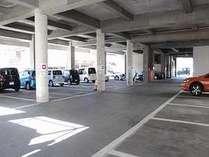 ホテル1F駐車場