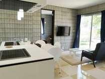 【リビング・キッチン】室内もシックな雰囲気で落ち着きがあります。