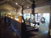 落ち着いた雰囲気のレストランです。朝食・夕食共にこちらでご用意しております。