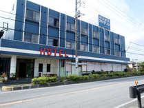 × ビジネスホテルかねくら外観 観光の拠点にも便利な立地です。*