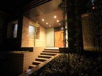 【エントランス】大人の隠れ家への入り口