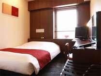 ※コンパクトダブルルーム【禁煙/ベッド幅140cm】※ウッド調インテリア&サータのダブルサイズベッド。