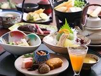 高野豆腐を一度煮含めてから衣を付けて天ぷらにしたものや鮎の葛味噌焼き等の会席