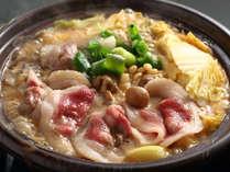 【ぼたん鍋】味わい豊かなぼたん肉を、たっぷりのお野菜と一緒によ~く煮込みます♪