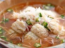 【冷やし鱧鍋】トマトの爽やかな酸味が消化を促進、食物繊維たっぷりのオクラは整腸効果も♪夏バテにも◎