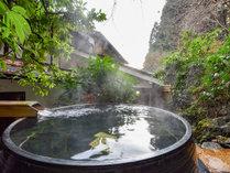 *【露天風呂】小さなお庭の中に湧き出る天然温泉にほっこり。