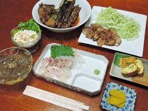 *【夕食一例/全体】お肉もお魚もバランスよいお食事を提供しております。