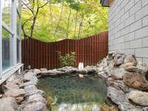 男性専用の露天風呂。自然豊かな台温泉だからこその露天風呂。