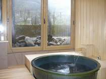 リニューアルした陶器風呂