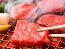 【夕食一例】上質な飛騨牛は備長炭で炙ってお召し上がりください。他にも地の食材をご用意。