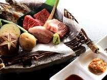 【飛騨牛と飛騨豚の食べくらべ会席】料理長特製の朴葉味噌との相性も抜群♪