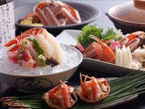 蟹の魅力を4つの違った調理法でご堪能下さい。蟹刺しでは、とろける甘さをお楽しみいただけます。