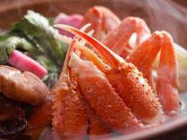今が旬の蟹。蟹鍋ではその旨みを余すことなく味わっていただけます。最後は雑炊で♪