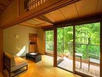ほっと落ち着く和室です。12.5畳の本間でゆったりお寛ぎ下さい。