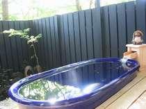 四季折々の風情が楽しめる貸切露天風呂(厳冬期・18年は1月9日~2月8日はお休みさせていただきます)