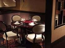 オリエンタルなムードいっぱいの中国料理「四川」店内