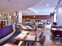 広々とした明るい店内 バイキングレストラン「ル・プレジール」