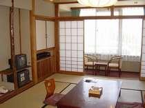 【城下町側客室】古いタイプの御部屋です。