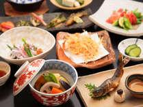 八景会席の一例。50種類のお野菜と季節の食材を使った八景定番のお料理です。