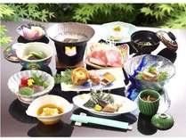 源泉掛け流しの『黄金の湯』と旬の和食膳を夕食会場で楽しむ☆プラン