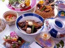 海鮮炭火焼、旬の煮魚、オコゼの唐揚がついた和風会席料理全9品。