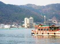 鞆の海から見た鴎風亭の外観