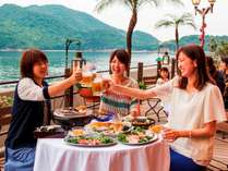 海を望む絶好のロケーションの中、お肉や海鮮を皆でワイワイとお楽しみ下さいませ!