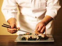 """料理長がこだわりにこだわりを重ねた""""目でも美しいお料理""""の数々。料理長の技が光る逸品を。"""