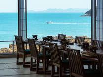 """""""海を近く感じる""""お食事場所で美食を楽しむひとときをお過ごし下さいませ。"""