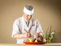 """食材選びからひと品ひと品""""丁寧に拘り""""料理人の技が光るお料理の数々をお楽しみ下さいませ。"""