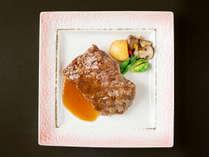 """【国産牛ステーキ】お肉本来の旨みを引き立たせた""""柔らかくジューシー""""な味わいを。"""