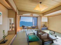 【和室12.5畳客室】まるで1枚の絵画のような瀬戸内海の風景を肌で感じる、非日常の寛ぎ時間を。