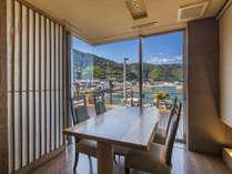 【半個室ダイニング-海浬】風光明媚な穏やかな時間を望みながら、落ち着きを覚える半個室のお食事時間。