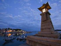 """【周辺観光】""""常夜灯""""がシンボルの鞆の浦。風情溢れる町の風景に身を委ねるひとときを。"""