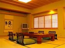 数寄屋造りの中にモダンさを取り入れた新館和室(春蘭)