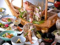 料理長が見極めた地魚の数々を会席仕立てでお召上がり頂けます。新鮮な日本海の幸をお楽しみください。